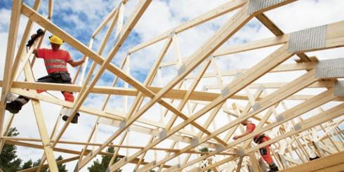 Montaggio di una casa in legno massello Polar Life Haus